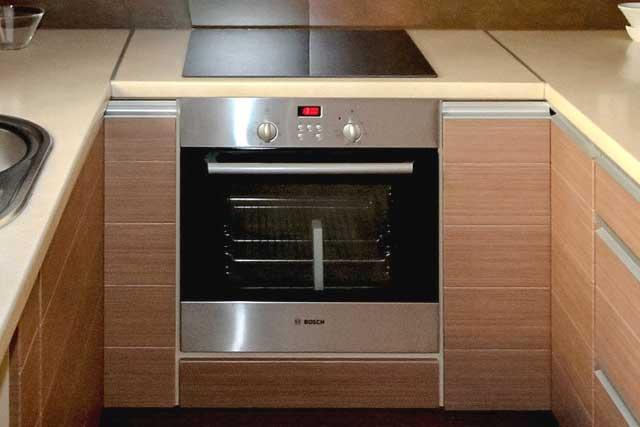 Как без труда избавиться от неприятного запаха в духовке