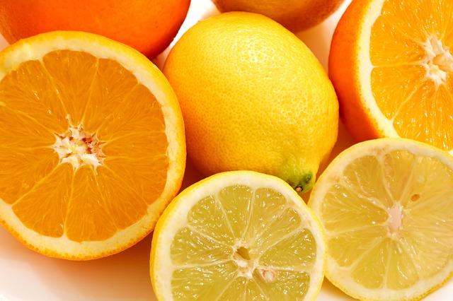 Апельсины и лимоны удалят запах из микроволновки