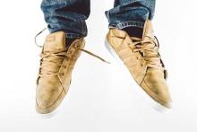 Кроссовки бежевого цвета
