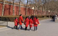 Модные красные пуховики