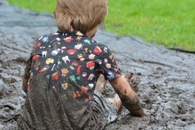 Одежда с грязными пятнами
