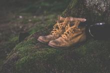 Как вывести пятна с замшевой обуви