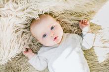 Как научить ребенка переворачиваться и садиться