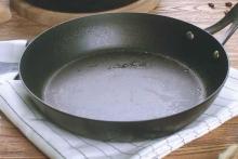 Сковорода с застарелым жиром